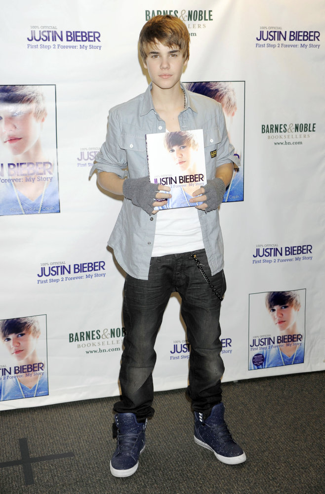 justin bieber new haircut november 2010. Justin Bieber hit Barnes
