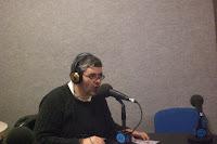 Contertulios con enfermedad mental haciendo el programa de Radio Travesías