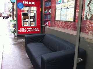 mode essentielle ikea investit les abris bus. Black Bedroom Furniture Sets. Home Design Ideas
