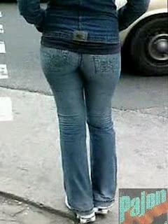 Linda Colita En Jeans Caminaba Rapido Pero En Un Semaforo La Pude