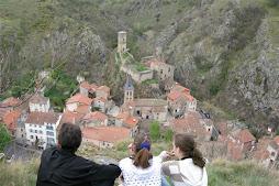 Vue de Saint-Floret et son château
