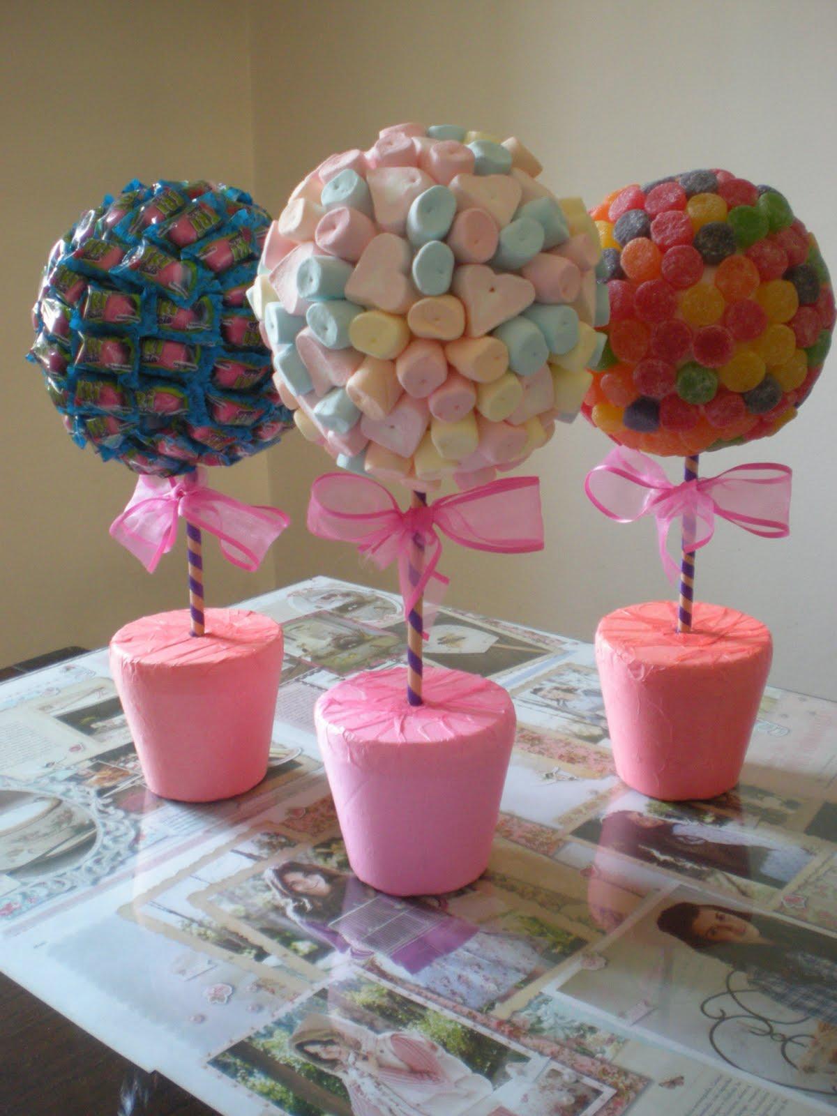 Manualidades y mucho mas topiarios dulces ideas for Mesa para manualidades