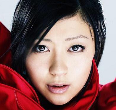 http://3.bp.blogspot.com/_y97Tjb-6LcI/SDLWL86HpFI/AAAAAAAAAmg/IxiauaA_y-I/s400/utada_hikaru.jpg