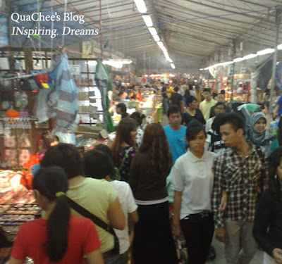 raya, singapore, geylang serai, crowd