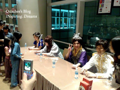 singapore snow white cast