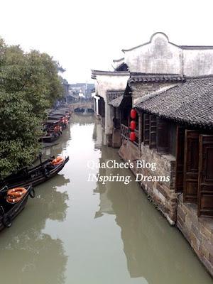 wuzhen river boat