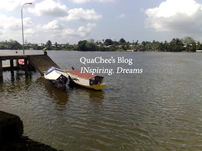 kuching watefront boat