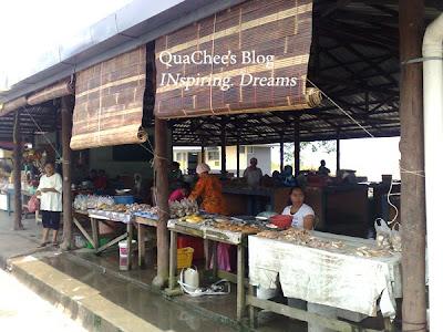 kuching kampung buntal market