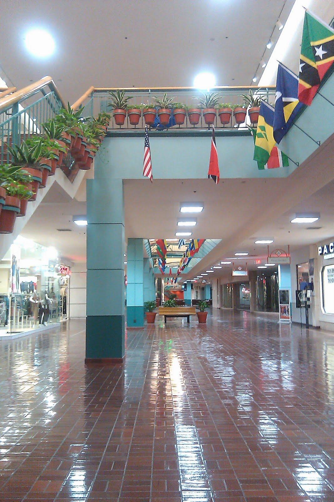 Wonderland Of The Americas Food Court