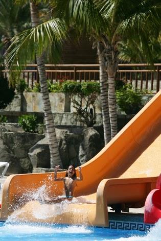 Lago taurito oasis la piscina de agua salada m s grande for Piscina lago taurito