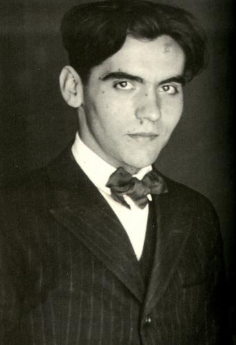 En ese momento Federico García Lorca es conocido por todo el mundo. Escribió en este período Bodas de sangre, Yerma y Doña Rosita la soltera.