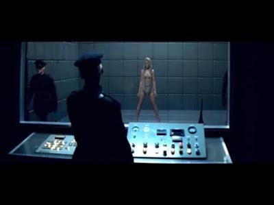 http://3.bp.blogspot.com/_yCwqhQAlrcY/SzAtQfKvzHI/AAAAAAAAB58/KyJmmOmN6Rc/s400/Rihanna+Russian+Roulette+Luis+Erre++Ideal+Party+Mix.jpg