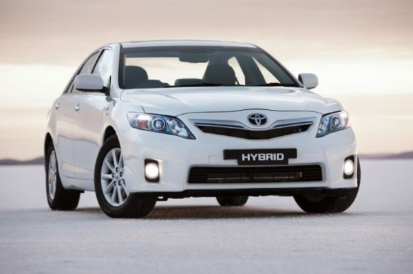 The Hybrid Version Of Camry Offers A Gasoline 2 4 Liter Cylinder 147 Hp With Maximum Increase 45 Horse Electric Motor