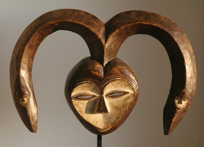 Masque à cornes enveloppantes Bakwélé