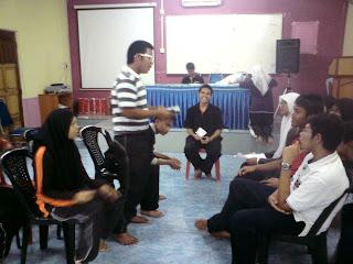 Bahasa Inggeris. Program Bahasa Melayu meliputi aspek penulisan