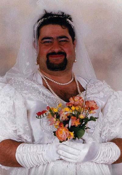 http://3.bp.blogspot.com/_yGYdvj6aNf0/S86yL9nvRPI/AAAAAAAABP0/fFw_ovM5S4I/s1600/man-in-wedding-dress1.jpg
