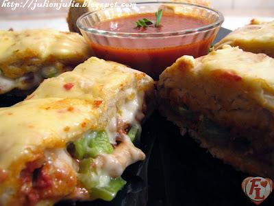 Chicken Stromboli & Marinara sauce سترومبولي الدجاج وصوص المارينارا