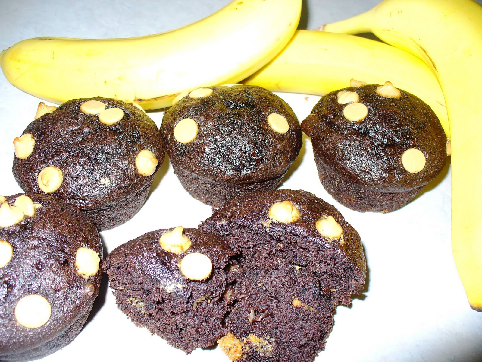 ... Sweetest Delights: Chocolate Banana Muffins with Peanut Butter Chips