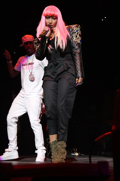guy from nicki minaj right thru me. Nicki Minaj performing at