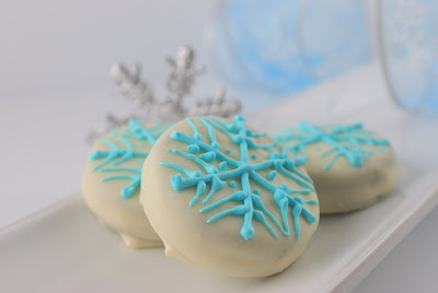 DAY 8: WHITE CHOCOLATE COVERED OREOS SNOWFLAKE COOKIES