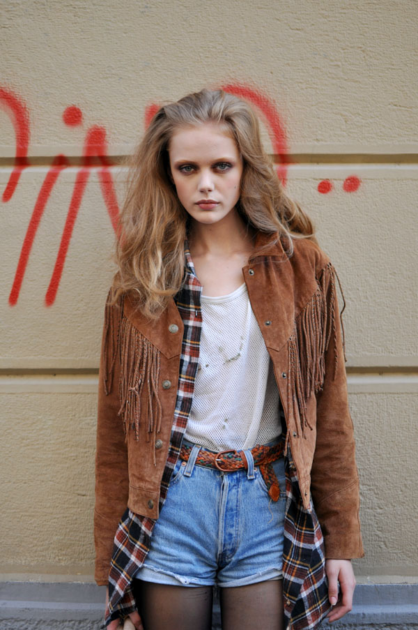 [milan-fwss2010-model-leather-jacket.jpg]