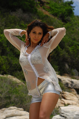Hot and sexy Kim Sharma bikini Photoshot