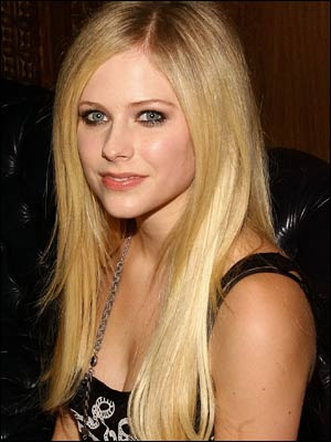 avril lavigne makeup. avril lavigne pop signer