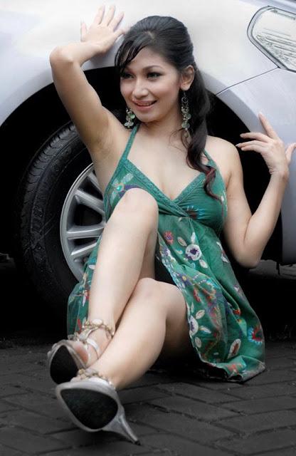 ... http://www.fenomania.com/2012/05/ngintip-paha-mulus-model-cantik.html