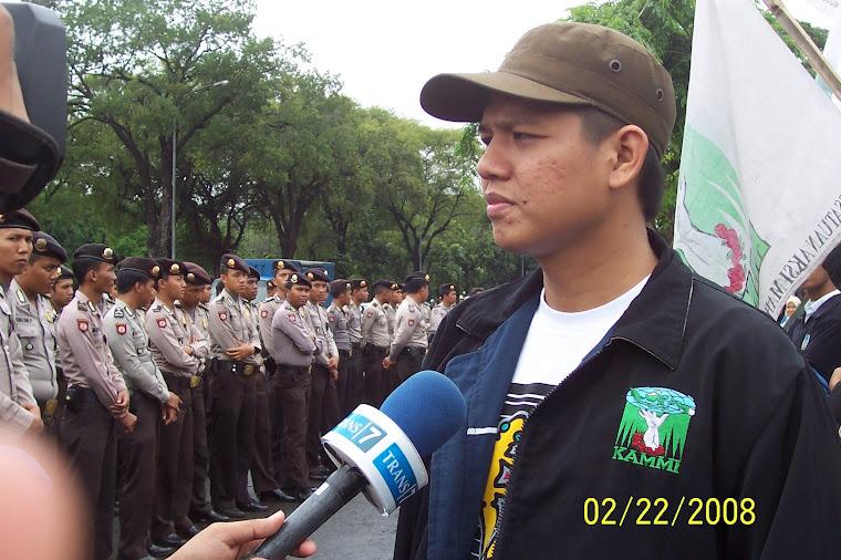 Wawancara didepan Istana Negara (Demo Turunkan Harga)
