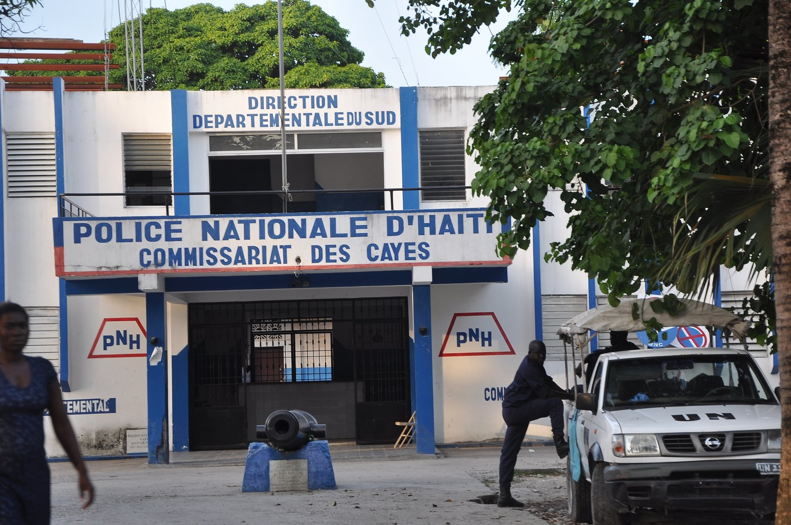 Dying in haiti prison massacre les cayes for Canape vert hospital haiti