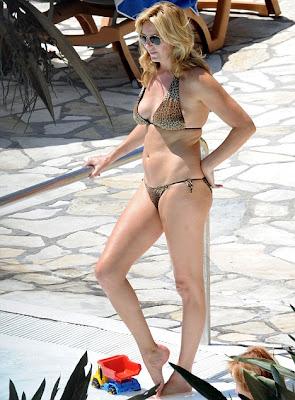 Penny Lancaster Flaunts Her sexy,Hot Bikini Body