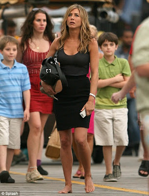 Jennifer Aniston Shows Off Her Legs In A Sexy Black Dress