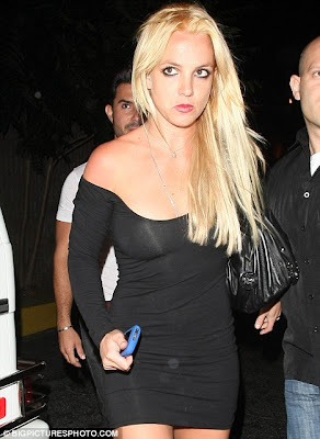 Britney Spears Unveils Hot New Blonde Look
