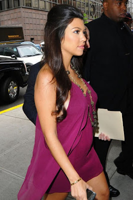 Kourtney Kardashian Pregnant Pictures (Photos)