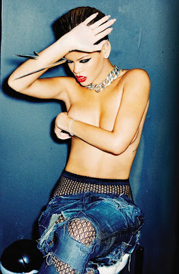 Rihanna Hot & Wild topless Photoshoot