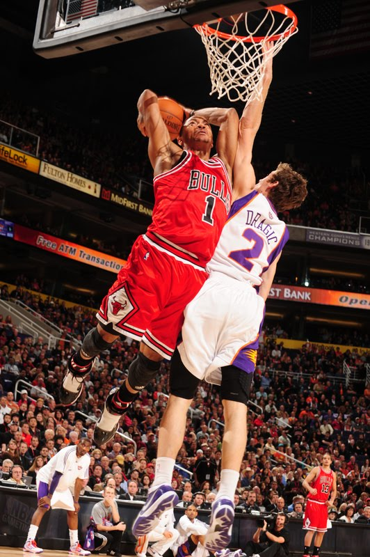 derrick rose dunk. Derrick Rose can jump really