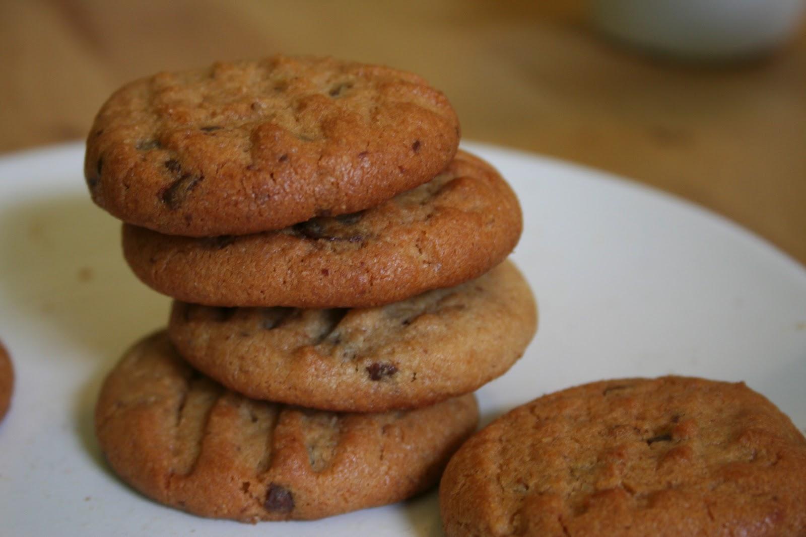 krebsen und aluette erdnussbutter schoko cookies. Black Bedroom Furniture Sets. Home Design Ideas