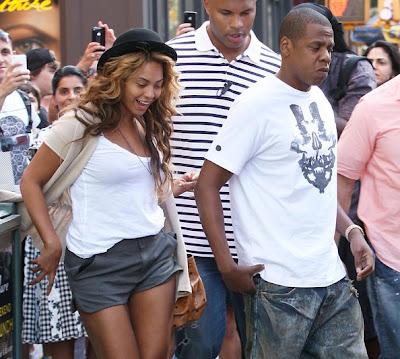 Beyoncé is PREGNANT