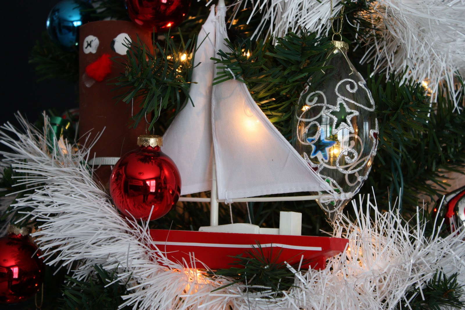 Nautical tree ornaments - They Decorated Their Tree With Hand Made Ornaments From Years Past