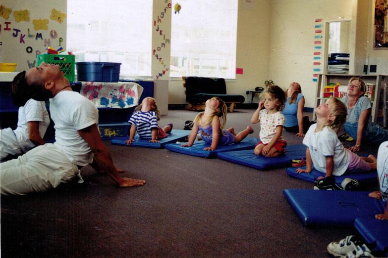 Yoga para ni os ommmm propuesta yoga en el sal n de clases - Clases de yoga en casa ...