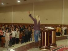 Valéria Rodrigues Cantando com o Povo Querido Na Catedral de Pelotas do Rio Grande do Sul