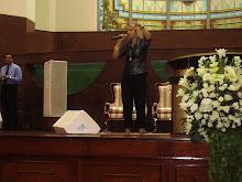 Valéria Rodrigues Cantando na Catedral de Salvador-BA com o querido Bispo Guaracy