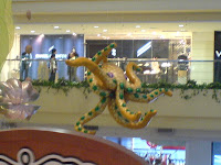 Shangri-La octopus display