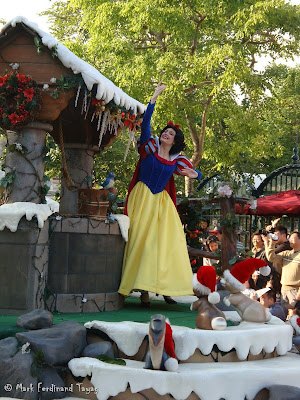 Disney's Let It Snow Parade Photo 13