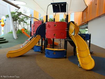Sembawang Shopping Centre Park Photo 3