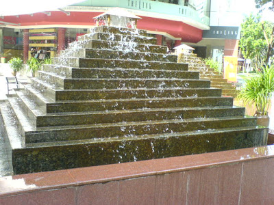 Waterfalls and Fountain in Singapore 2