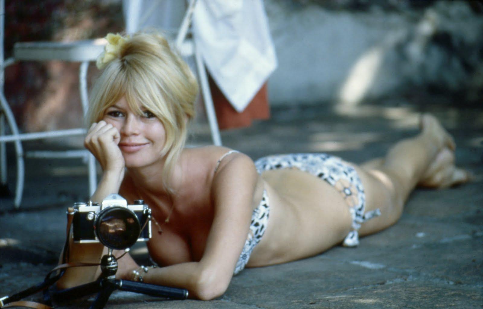 http://3.bp.blogspot.com/_yavP5M_4h14/TEA4qYELdOI/AAAAAAAAA5Q/1yNf7kFNoas/s1600/Brigitte+Bardot.jpg