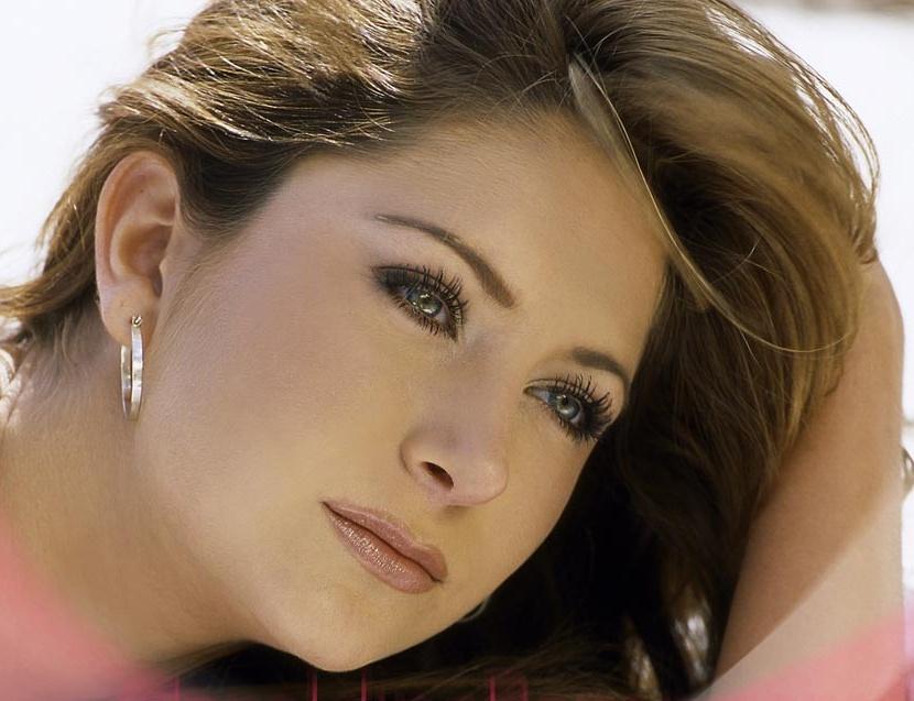 http://3.bp.blogspot.com/_yberMRekEGc/SR5n9eJVD4I/AAAAAAAAI0g/_7okbRfvg58/s1600/Geraldine%2BBazan-126.jpg