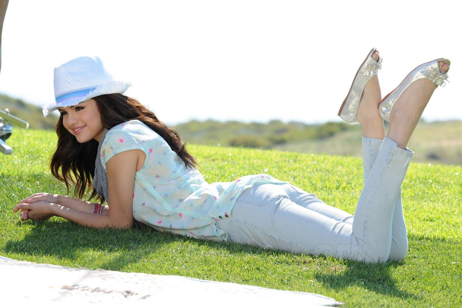 http://3.bp.blogspot.com/_yberMRekEGc/TT0vINubKAI/AAAAAAAANQw/oHPrqKzxXjk/s1600/Selena%2BGomez%2B2-09.jpg