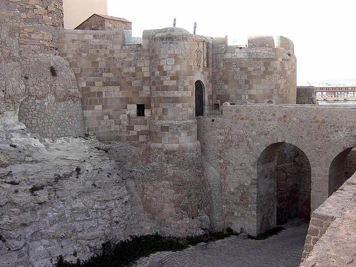 Melilla ciudad desconocida puerta de santiago o puerta for Puerta 7 campo de mayo